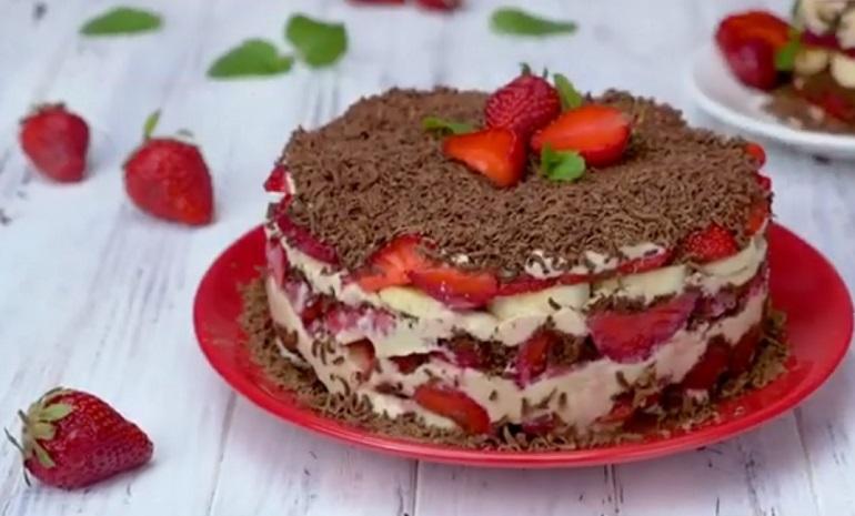 Десерт с творогом и клубникой: восхитительное лакомство