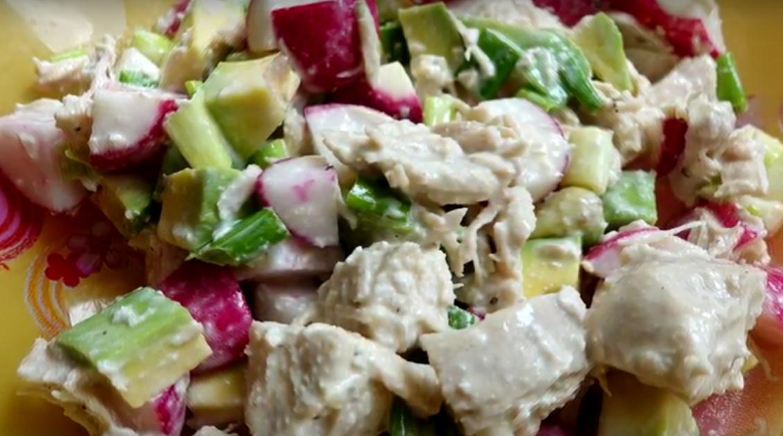 Низкоуглеводный салат с курицей