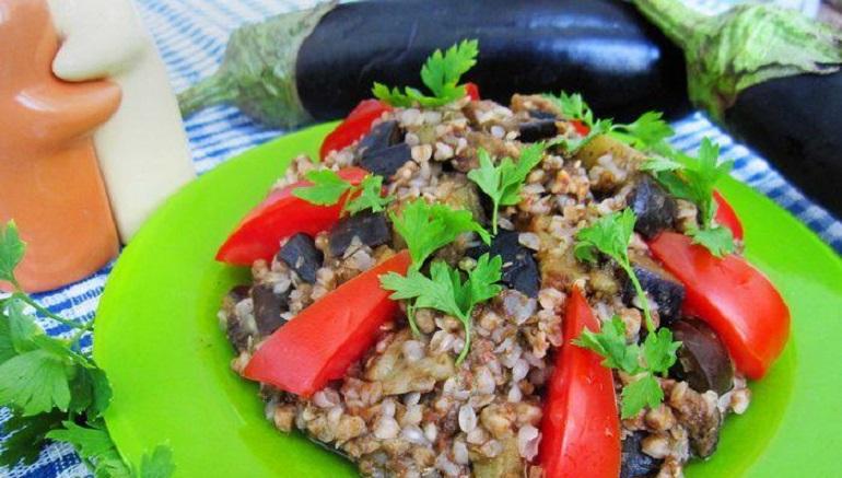 Салат с гречкой и овощами: а вы так готовите?
