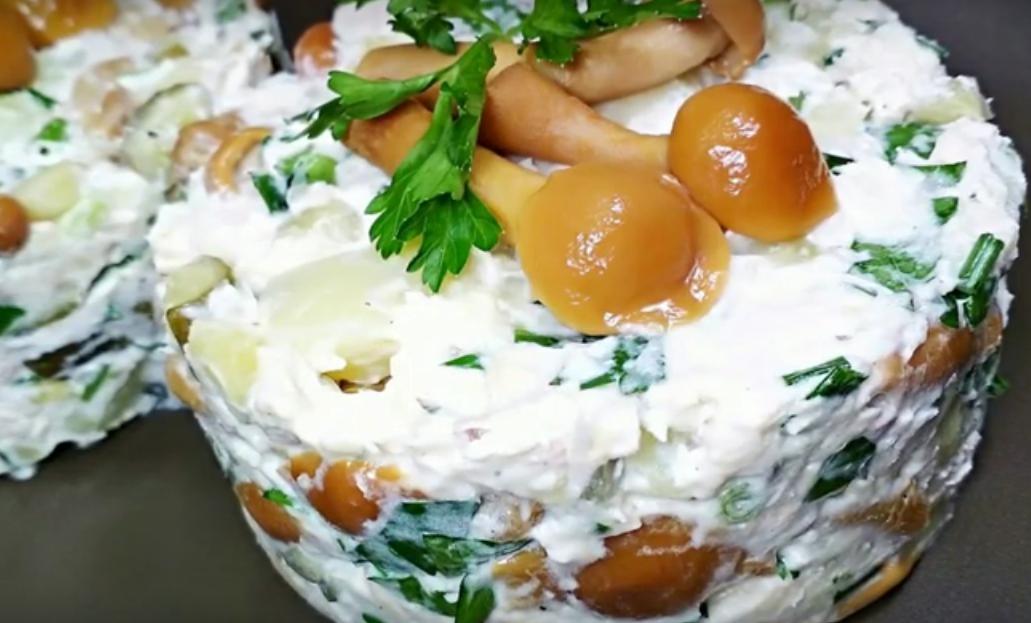 Превосходный грибной салат с картошкой по-деревенски
