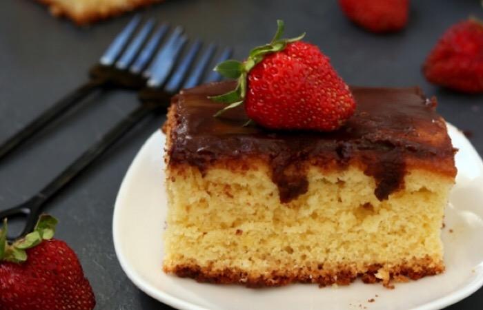 Вкусный дырявый пирог с шоколадной заливкой