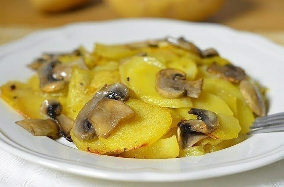 Вкуснейший картофель с грибами в сливках