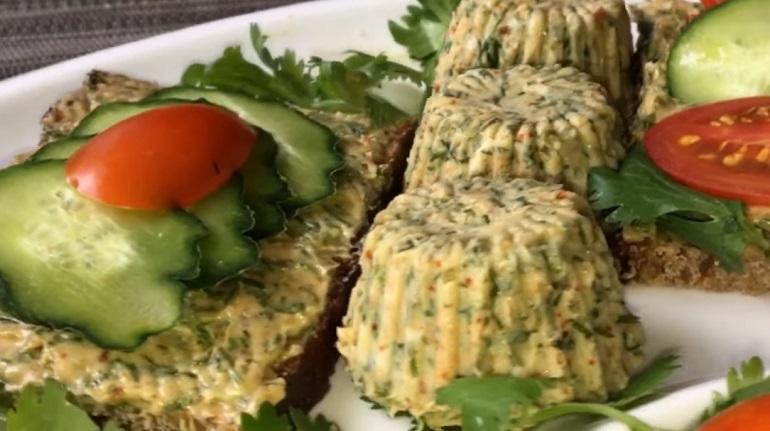 Ароматное бутербродное масло: любое блюдо с ним становится вкуснее