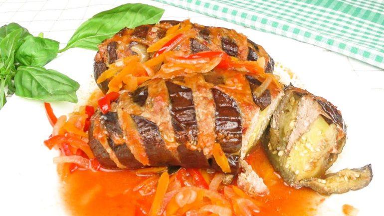 Запеченные баклажаны с фаршем в томатном соусе