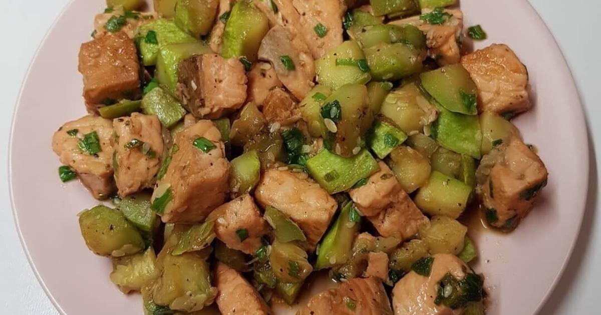 Лосось с кабачками в соевом соусе - вкусное  и простое блюдо