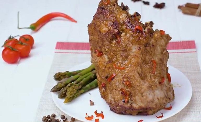 Запеченные свиные ребра: превратите родную кухню в ресторан