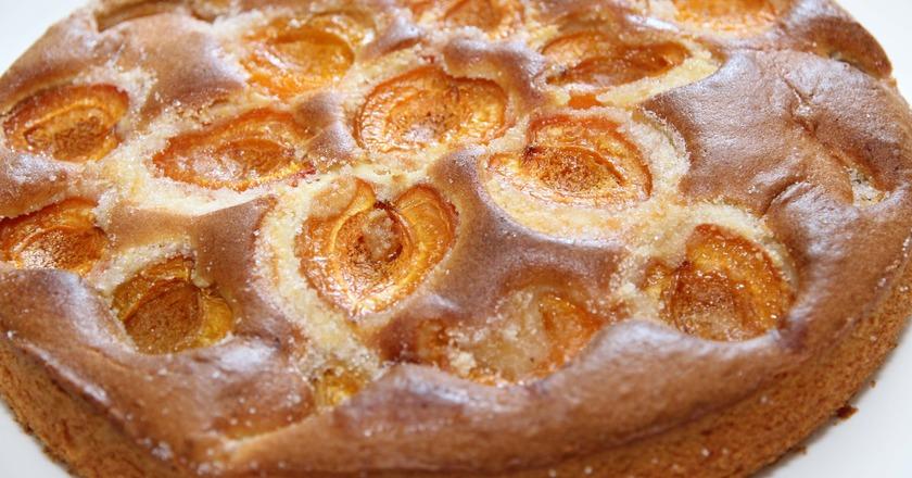 Восхитительный шоколадный пирог с абрикосами