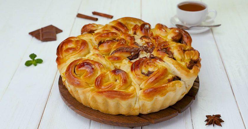 Пирог «Розочка»: вкусная выпечка с необычной формой
