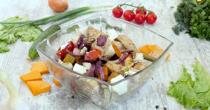 Красочный гриль-салат: подарит свежесть в жаркий день