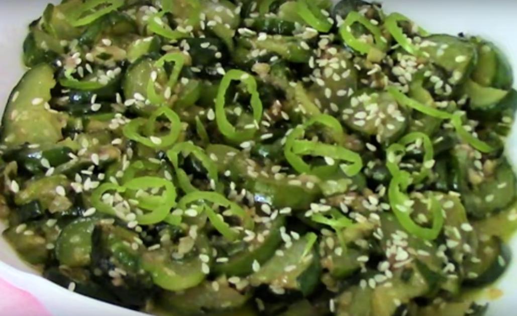 Необычный салат из жареных огурцов по-корейски