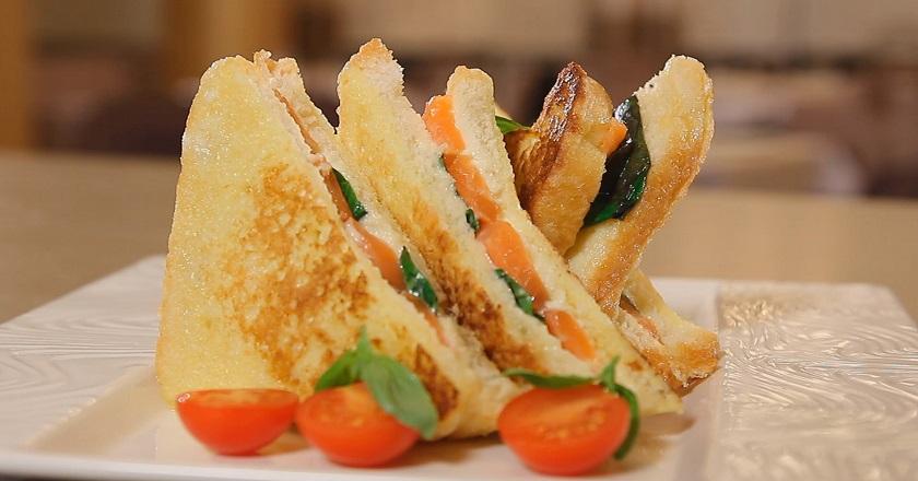 Горячие бутерброды на сковороде: топ потрясающих рецептов