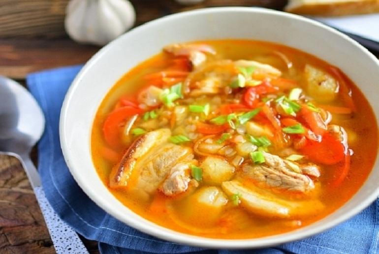 Гречневый суп со свининой: аппетитное первое блюдо