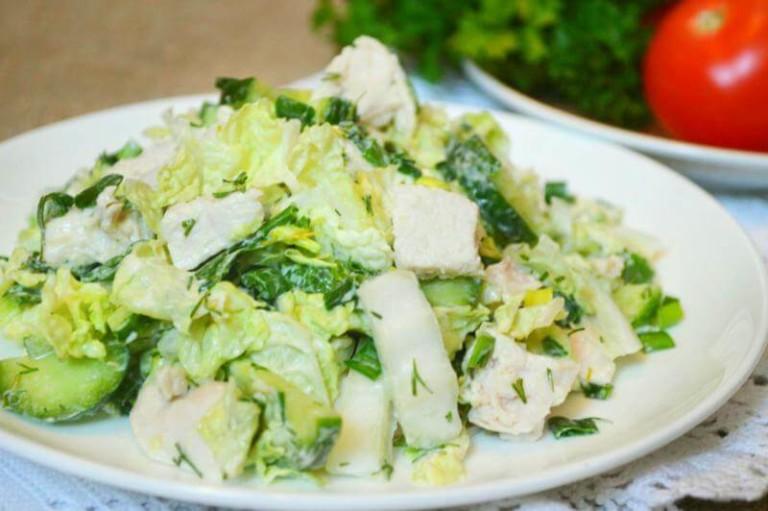 Простой белковый салат с пекинской капустой