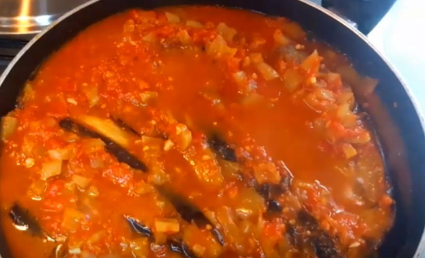 Очень аппетитные баклажаны в оригинальном соусе