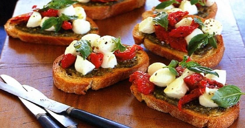 Брускетта с вялеными помидорами: острая итальянская закуска