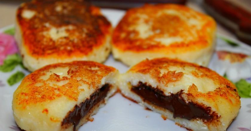 Сырники с шоколадной начинкой: удивительно вкусный десерт!