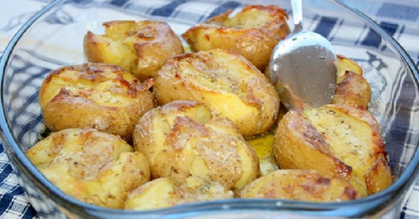Картофель в кожуре, запеченный в духовке: ум отъешь и всех покоришь!