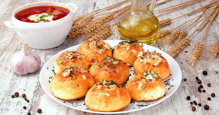 Чесночные пампушки: отличное дополнение к первым блюдам