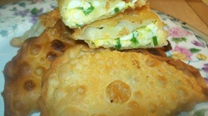 Обалденно вкусные чебуреки: с зеленым луком и яйцом