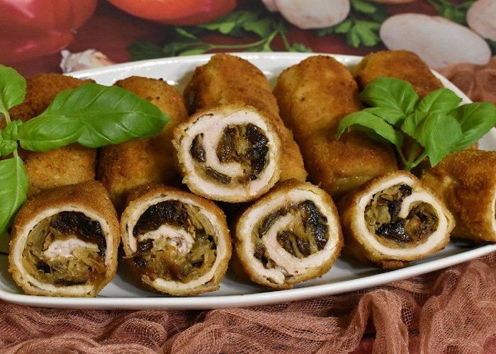 Очень аппетитные мясные рулетики с квашеной капустой и грибами