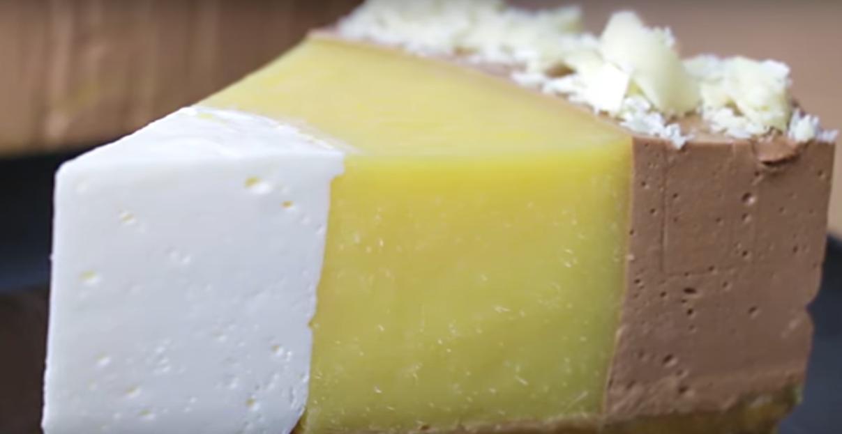 Торт без випічки з манго і шоколадом