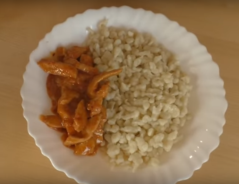 Домашние галушки с курицей - простое блюдо для большой семьи