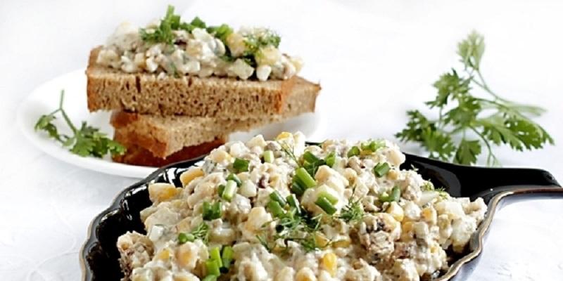 Шпротный салат-намазка: универсальная закуска на все случаи