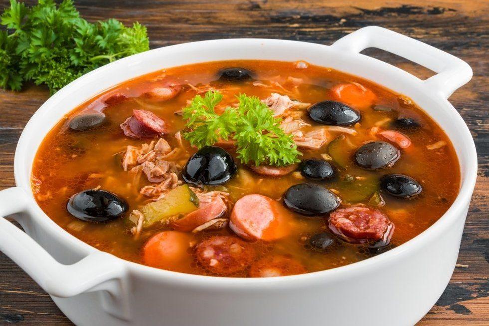 """Солянка """"Горожанка"""" - суп, который вас покорит"""