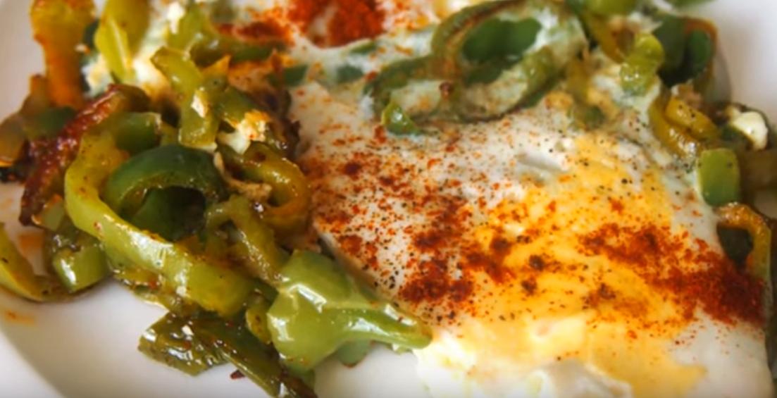 Превосходный завтрак: яичница с перцем