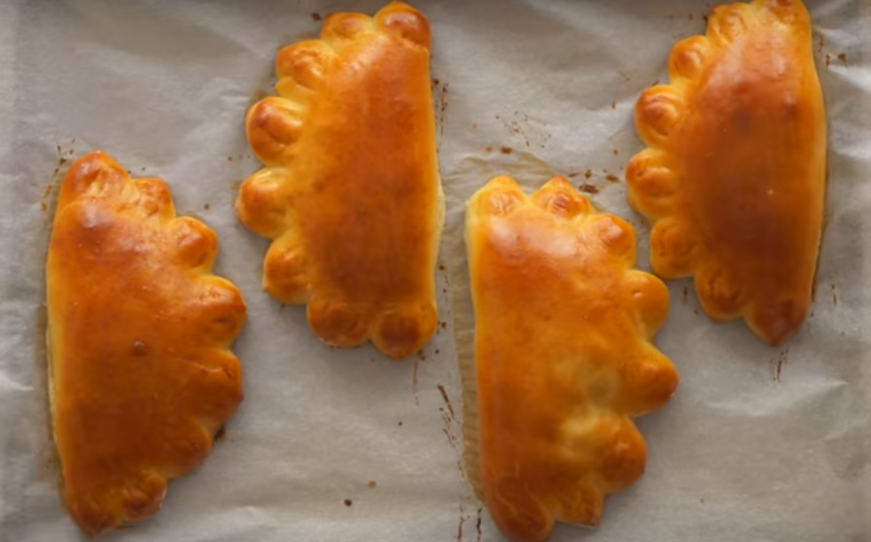 Пирожки с яблоками на сдобном тесте без замеса