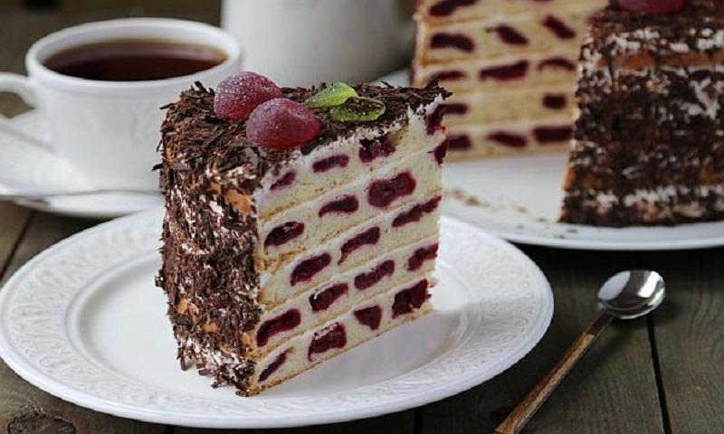 Сметанный торт «Вишневые соты»: городской вариант «Монастырской избы»