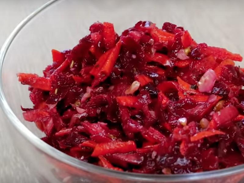 Неожиданно вкусный салат из свеклы + заправка