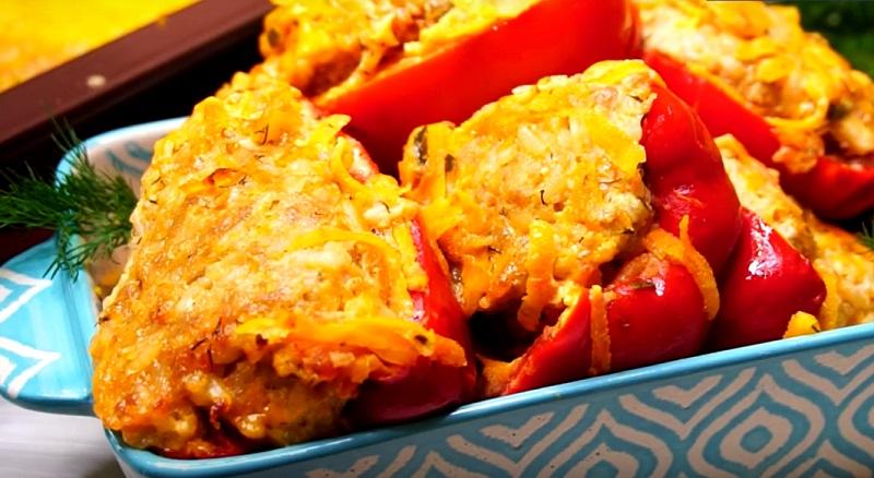 Изумительные фаршированные перцы в соусе: самый удачный рецепт приготовления!