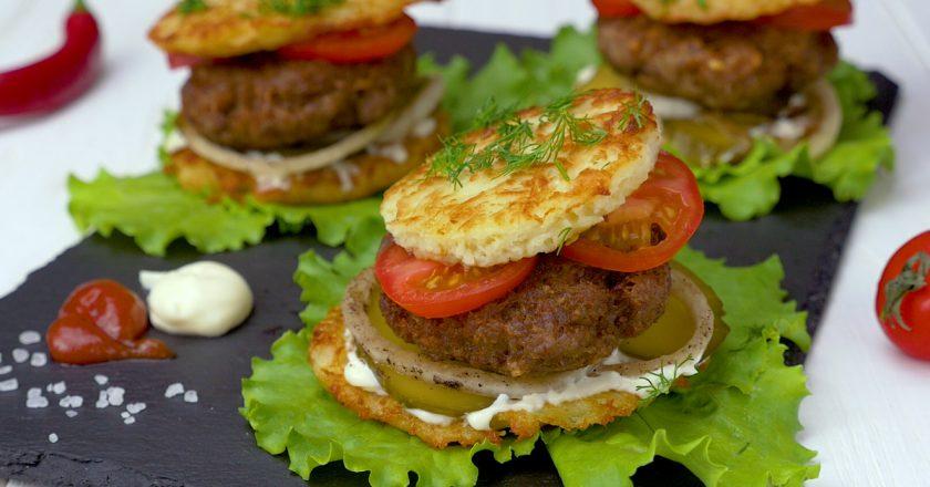 Драник-бургер: необычная закуска для семейных посиделок