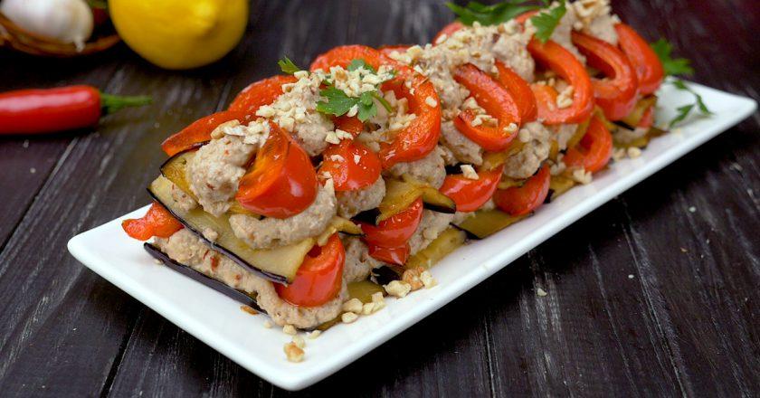 Чесночно-ореховый салат с баклажанами: и без майонеза!