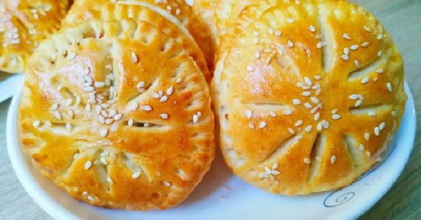 Пирожки с колбаской: питательный перекус для школьников