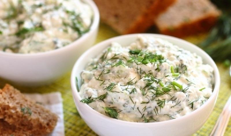 Творог с зеленью и чесноком для похудения: рецепт полезного блюда, вариант с огурцом