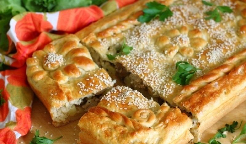 Пирог с курицей, грибами и картошкой: невероятный сытный и вкусный