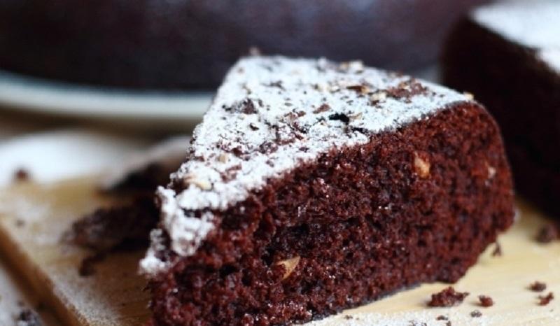 Постная шоколадная коврижка: простой вариант медовой выпечки