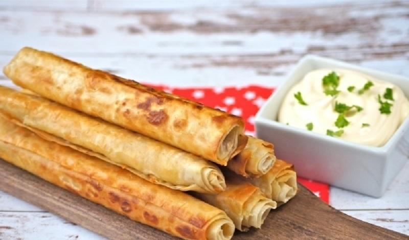 Жареные трубочки из лаваша с сыром: простое блюдо из простых продуктов