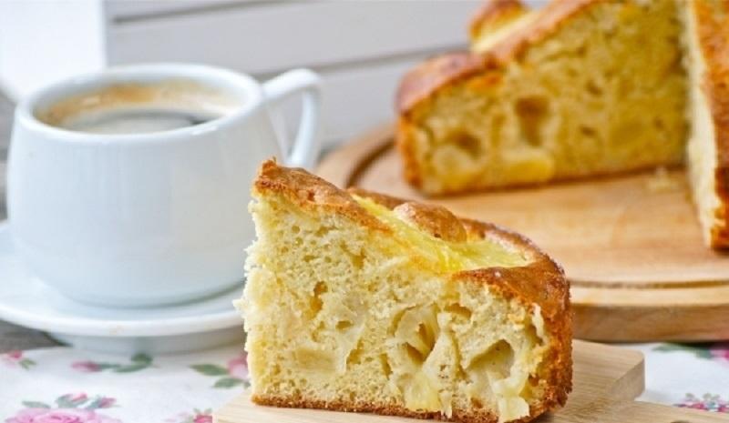 Шарлотка с консервированными ананасами: ароматная выпечка своими руками