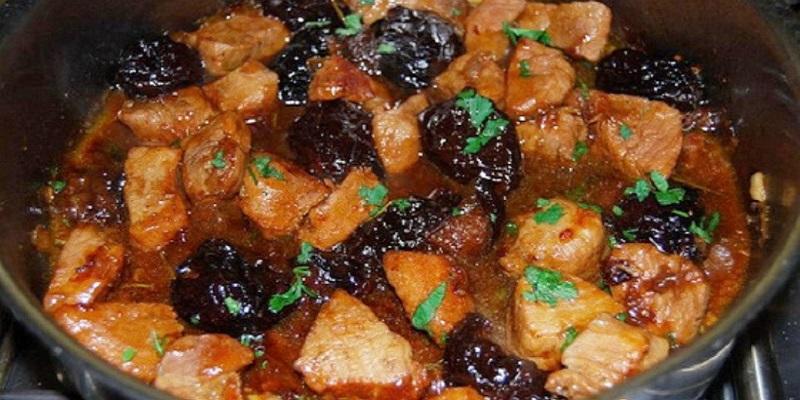 Готовим в мультиварке: вкуснейшее мясо с черносливом