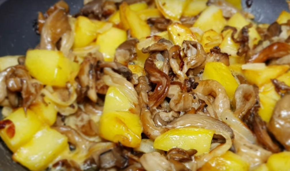 Жареный картофель с грибами: вкуснятина к обеду