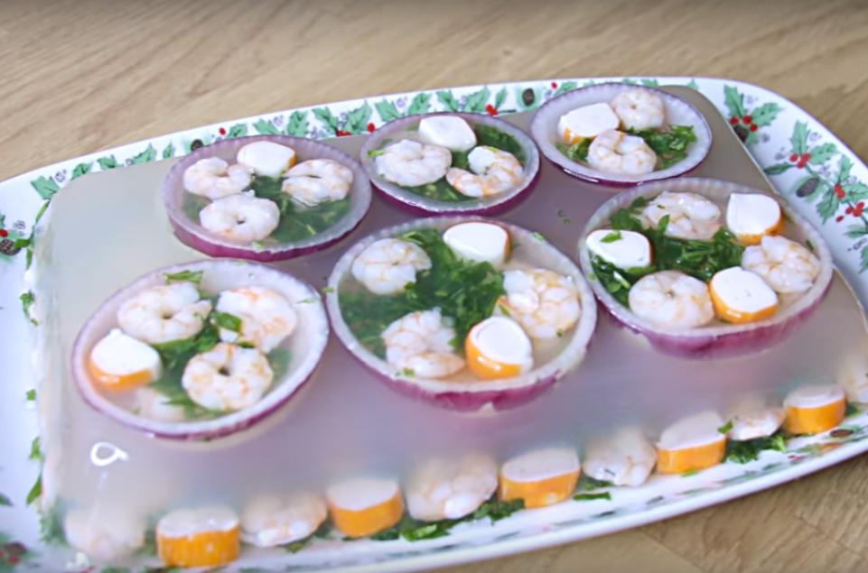 Заливное из морепродуктов - такого ваши гости точно не ожидали увидеть на столе