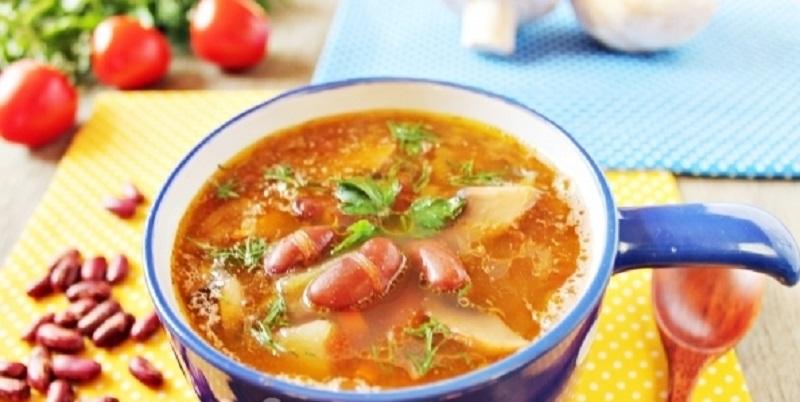 Постный суп с красной фасолью и грибами: сытный, густой и ароматный