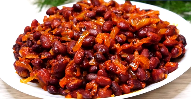 Фасоль в томатном соусе на ужин: когда дома нет мяса