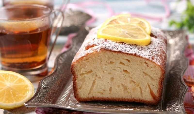 Лимонный «дырчатый» пирог: из пяти ингредиентов