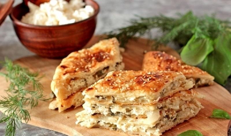 Пирог с луком и творогом: готовим из слоеного теста