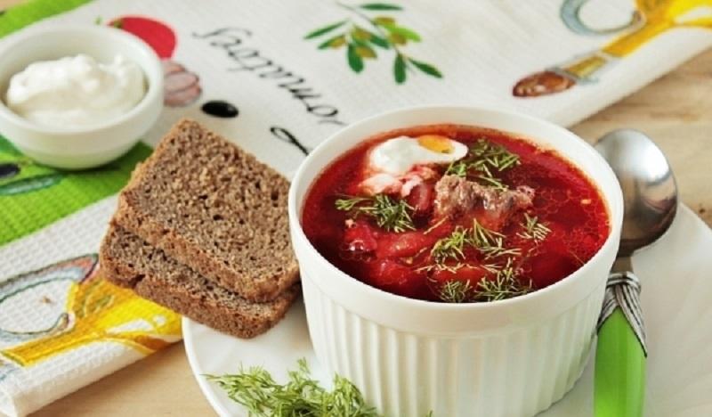 Классический горячий свекольный суп: будут довольны не только мужчины!