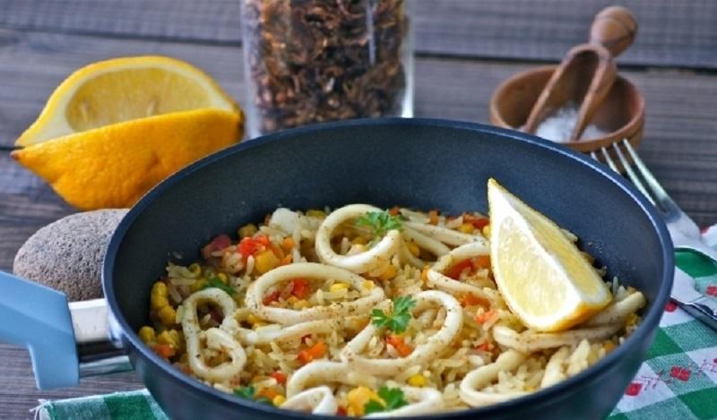 Паэлья с кальмарами: ароматное полноценное блюдо для всей семьи